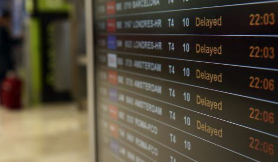 Si tienes que viajar estas fiestas y la aerolínea te juega una mala pasada, aprende cómo reclamar una compensación