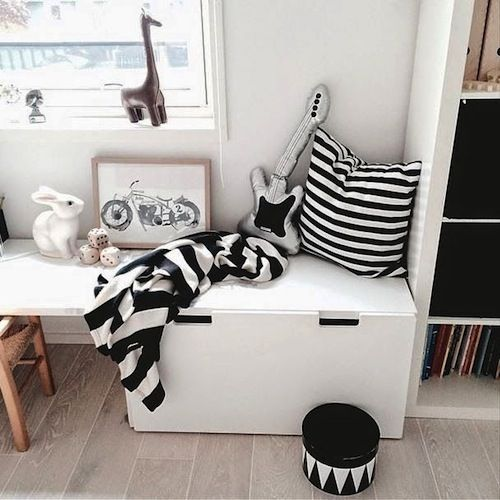 Black and white kidsroom: