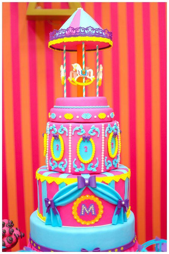 Festa infantil: bolo decorado do circo - Foto: Roberta Borowski Fotografia