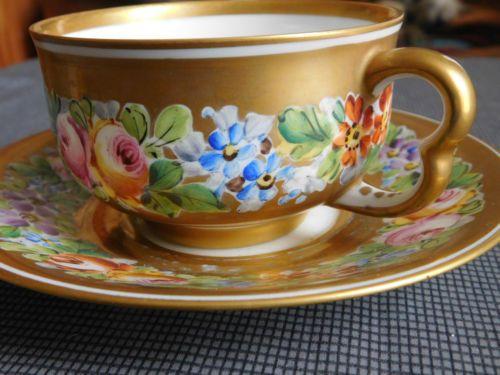 Xicara-Pires-Xicara-Porcelana-Marca-Sevres-Decoração-Friso-Florale-Fundo-Dourado