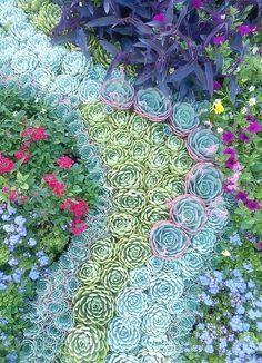 I love gardens.     I love gardens.