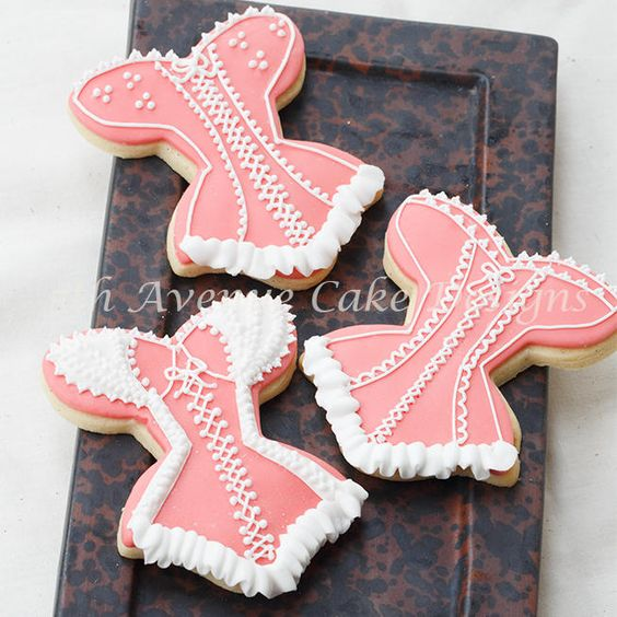 Lace Bridal Shower Cookies     By http://bobbiesbakingblog.com