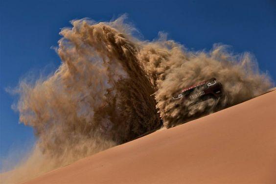 Depois de dirigir mais de 200m na areia das dunas, Moi anunciou que perdeu a comunicação via rádio com a equipe de apoio. A preocupação cresceu e todos sabiam que Moi só dependia dele para terminar a corrida.