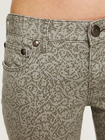 Printed Jeans Are the Must-Have For Spring