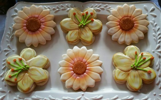 Airbrush technique for my flower themed cookies #decoratedsugarcookies