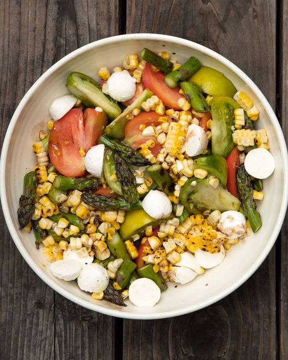 Asparagus, Basil and Corn Salad // Love this for a lighter dinner option with mozzarella ball instead of meat