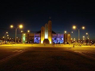 Catedral da cidade de Sinop. Localizada à pouco mais de 200 mts do Hotel Dutra, sua arte e arquitetura é realmente convidativo para todos as pessoas que passam pela cidade.