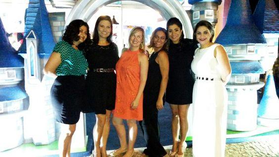 Noite em boas cias no lançamento do novo Showroom da @upkids, está lindo e as esculturas em 3D maravilhosas!!! Parabéns Camila e sucesso!!!  #BoaNoite #Lançamento #NoiteEmBoasCias #NoiteEspecial #Goiânia