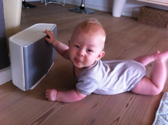 Set-up is so easy even the littlest family members can do it. #sonos #baby #play:5    (image via Kenneth Kallestrup: https://www.facebook.com/photo.php?fbid=276407329130757=p.276407329130757=1)
