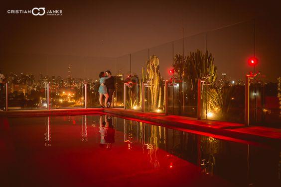 Ensaio pré casamento Vivi e Rafa, da Metade da Laranja Filmes, em São Paulo - Bar Skye.