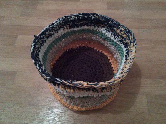 Korb aus selbstgemachtem T-Shirt-Garn / Basket crocheted with hand-made shirt yarn / Upcycling / Von Franziska (ohne Blog)