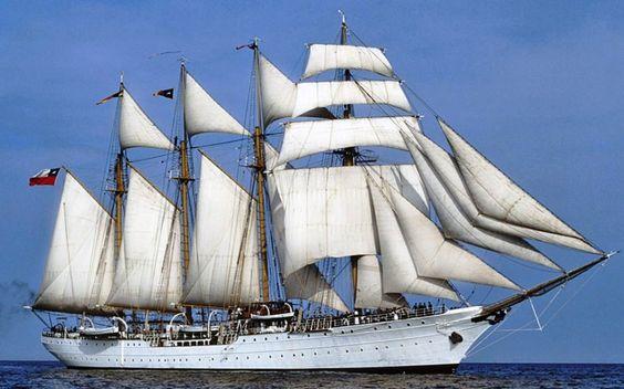 """""""Esmeralda"""" - czteromasztowa barkentyna chilijska była pierwotnie szkolnym statkiem hiszpańskiej marynarki wojennej i nosiła nazwę """"Don Juan d'Austria"""". """"Esmeralda"""" ma na fokmaszcie 4 żagle rejowe, na dalszych trzech masztach są podnoszone duże żagle gaflowe z topslami i wielkimi sztakslami. Nad bukszprytem znajduje sie 6 przednich sztaksli, co razem tworzy 21 żagli, pod którymi osiąga prędkość 17 węzłów. Jest chyba jedynym współczesnym żaglowcem wyposażonym w artylerię…"""