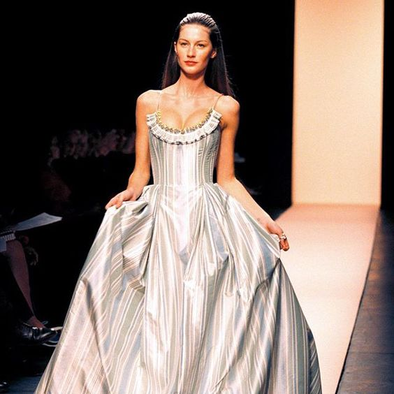 #TBT A classic gown is shown at the Oscar de la Renta spring 1999 fashion show, held in November of 1998 at the Pavilion in Bryant Park. New York Fashion Week is only 3 weeks away! Be sure to check nytimes.com/styles for our coverage throughout the fashion season, starting Sept. 10th. Photo by Marilynn K. Yee/The New York Times #NYFW
