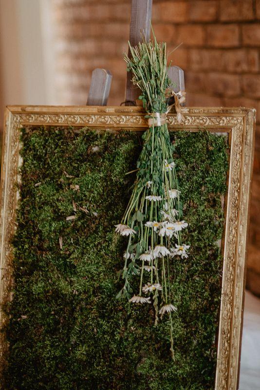 Niesamowite Piekne I Naturalne Dekoracje Slubne Klasyczna Estetyka Lesne Kwiaty Dzbanki I Doniczki Outdoorwedding Table Decorations Ladder Decor Wedding