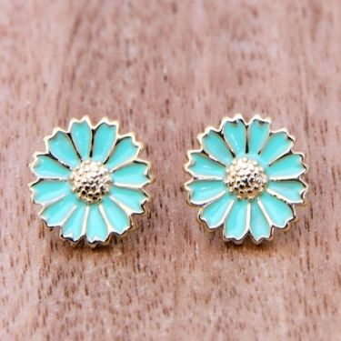 Turquoise and flowers, there is no better combination :)