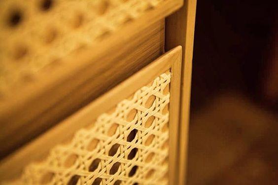 Qualidade✨ Detalhe gaveta de cômoda Casapronta revestida em palha para melhor ventilação  #móveis #casaprontaquartos #design #decor #details #detalhesdequalidade #cômodas