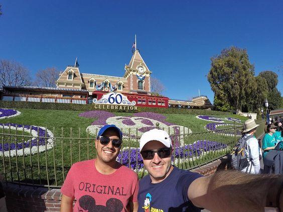 Sonho de infância realizado...estamos na Disney!  #disney #disneyland #disneylandpark #disneycaliforniaadventure by silvecris