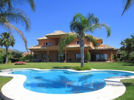 Majestic south facing recently built villa designed to the highest standards and located in one of the most sought after areas within the municipality of Benahavis. The property offers stunning views across the golf course towards the sea.