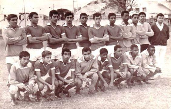 Sport Lisboa e Beira – Juniores – 1969/70 – Campeão. Shéu Han, em baixo, 3º da dtº para a esqº.