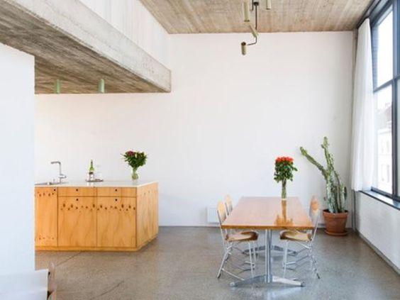 Keukeneiland hout betonnen plafond gietvloer eetkamer interieur modern architecte - Interieur decoratie modern hout ...