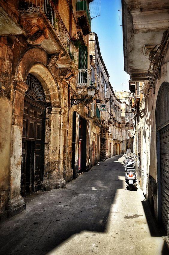 Taranto vecchia - Bild & Foto von Lugi Baggio aus Puglia/Apulia - Fotografie (29624004) | fotocommunity