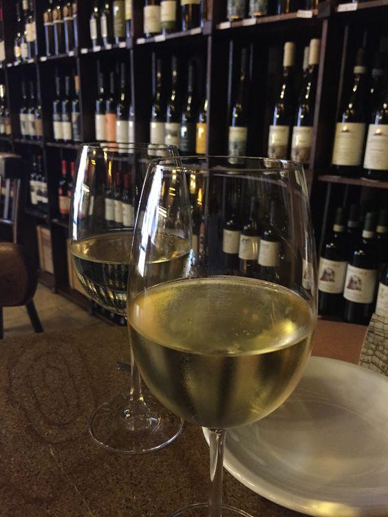 Vinhos... #roma #rome #receitaitaliana #receitas #receita #recipe #ricetta #cibo #culinaria #italia #italy #cozinha #belezza #beleza #viagem #travel #beauty #queijo #queijoevinho #vino #vinho #wine #ilgoccetto
