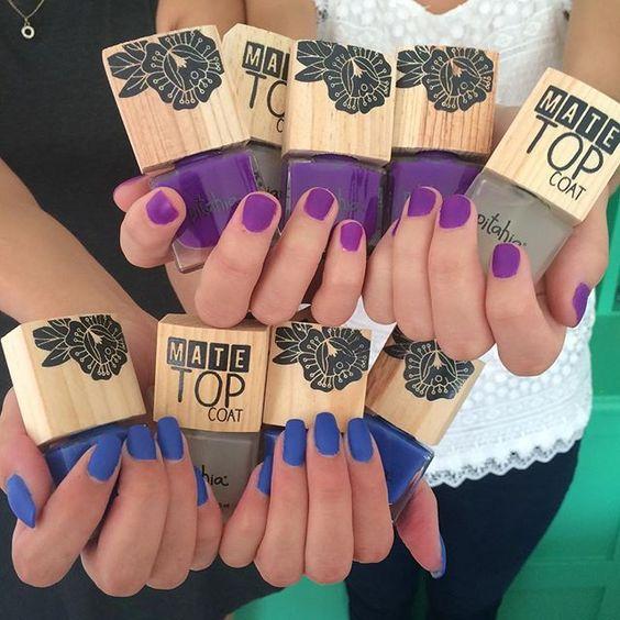 ¡Dale un acabado mate a cualquier color!  Nuestra selección de hoy: Púrpura y Pareo con MATE TOP COAT  BATIK #VE15 #pitahia #pitahianails