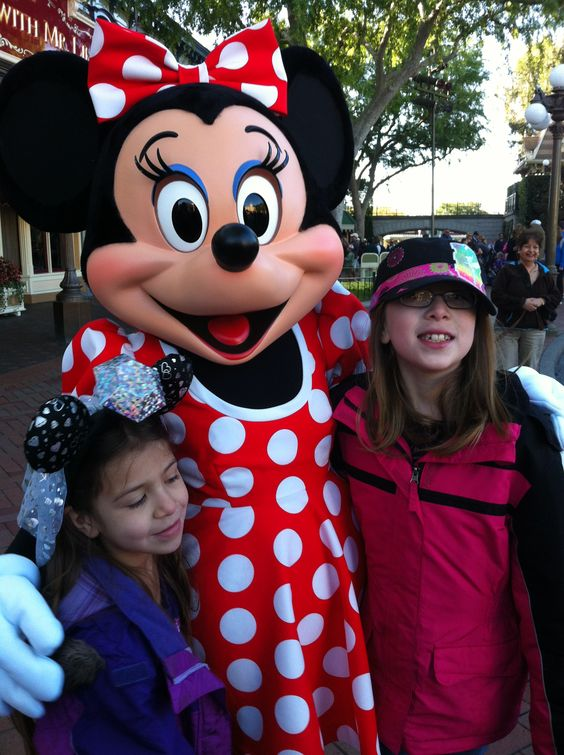Ariana & Raelene with Minnie Mouse.