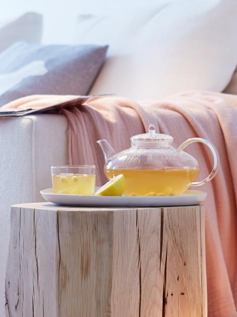 Unser Detox-Tee zum Selbermachen heizt an kalten Tagen ein und kurbelt die Abwehrkräfte an. Das Rezept für entschlackenden Detox-Tee.