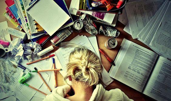 Para ser escritor y periodista no basta con saber escribir: http://losdesenfocados.blogspot.com.es/2013/12/se-necesita-ser-escritor-periodista.html