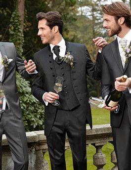 WILVORST: Westen bilden einen originären Bestandteil für Hochzeiten und den festlichen Auftritt. Jung, modern und brillant weiterentwickelt positionieren sie sich als innovatives und unverzichtbares Accessoire zum Anzug.