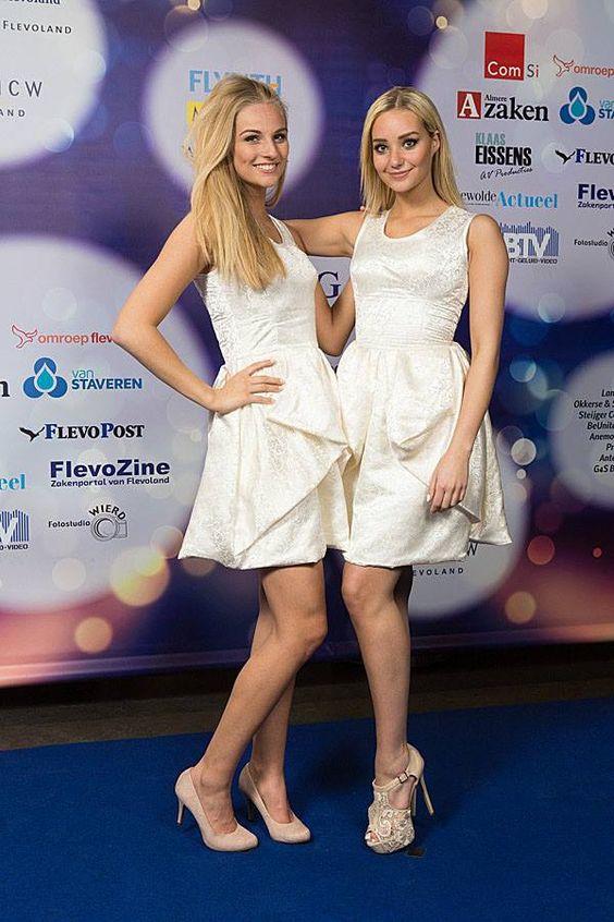 Tijdens de Flevopenningem Gala droegen de hostess dames van SlylinQ japonnen gemaakt door Bruidsatelier Javinaro