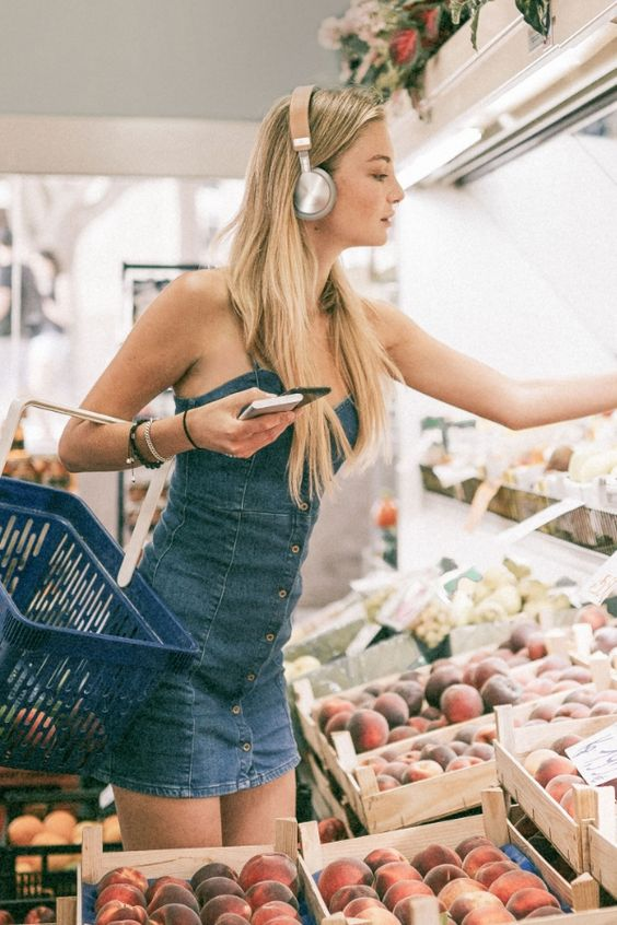 The Bluetooth On-Ear Headphones | tech | gadget | accessoire | lifestyle | comfortable | working life | work life balance | cool product | modern | elegant | stylish | gift tip | travel | trip | style | inspiration | shopping | fruits | blonde girl | sound | music