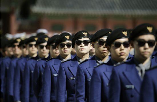 Khu phi quân sự DMZ đều có binh lính của cả Hàn Quốc và Triều Tiên đồn trú