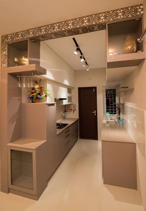 The Light Shades For The Cabinets In This Modern Kitchen Are Accentuated By The Intricate De Kitchen Furniture Design Modern Kitchen Design Kitchen Room Design