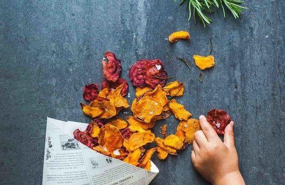 Gemüsechips aus Süßkartoffeln und roter Bete