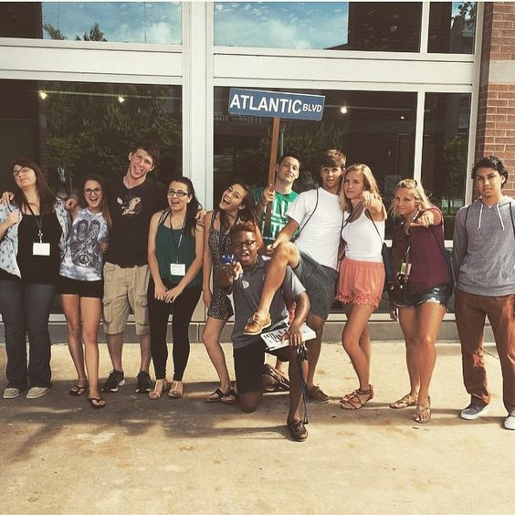 Our orientations are in full swing as we welcome all of our new Ospreys to the flock! Looks like this Atlantic Boulevard group has got it going on  #SwoopLife #unf19 #UNForientation15