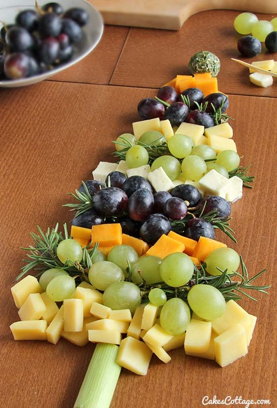 Looking for a fun and simple appetizer idea for the holiday season? Make this Christmas tree from different flavored cheese cubes and grapes. #christmas #cheese: