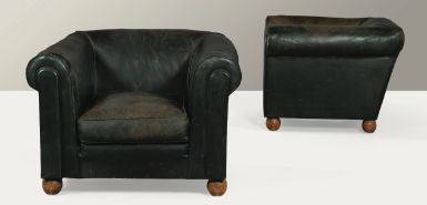 Jacques Adnet, attribués à PAIRE DE FAUTEUILS, VERS 1935 A PAIR OF LEATHER UPHOLSTERED ARMCHAIRS ON BALL FORM WOOD FEET, ATTRIBUTED TO JACQUES ADNET, CIRCA 1935 Estimate: 3,000 - 5,000 EUR