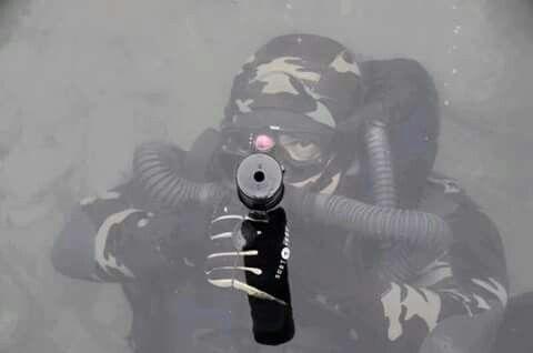 Nas águas calmas e aparentemente tranquilas eis que surge os Mergulhadores de Combate para atormentar o inimigo.  Operações Especiais | Grupo CAOS Brasil