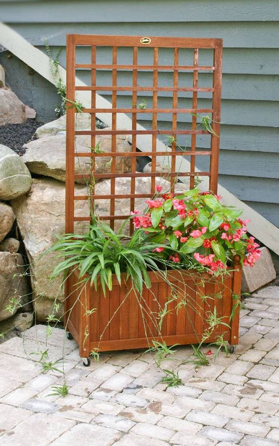 Patio lattices and trellis on pinterest for Outdoor privacy screen planter
