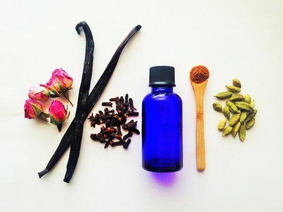 DIY: Cách làm tinh dầu dưỡng ẩm cho làn da căng mịn