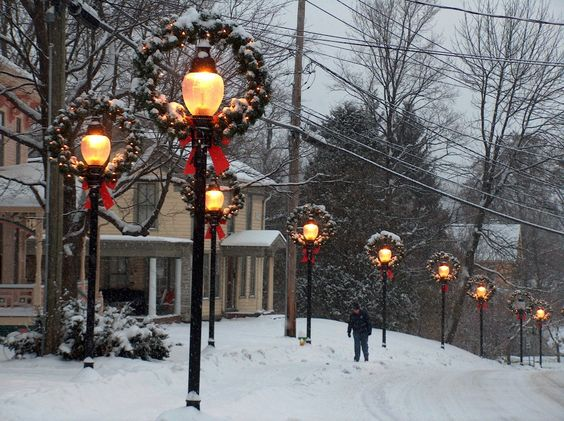 I want to live in a small town that looks like this!!