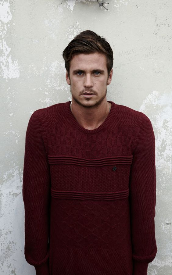 Balthazar jumper worn by Tom Clune