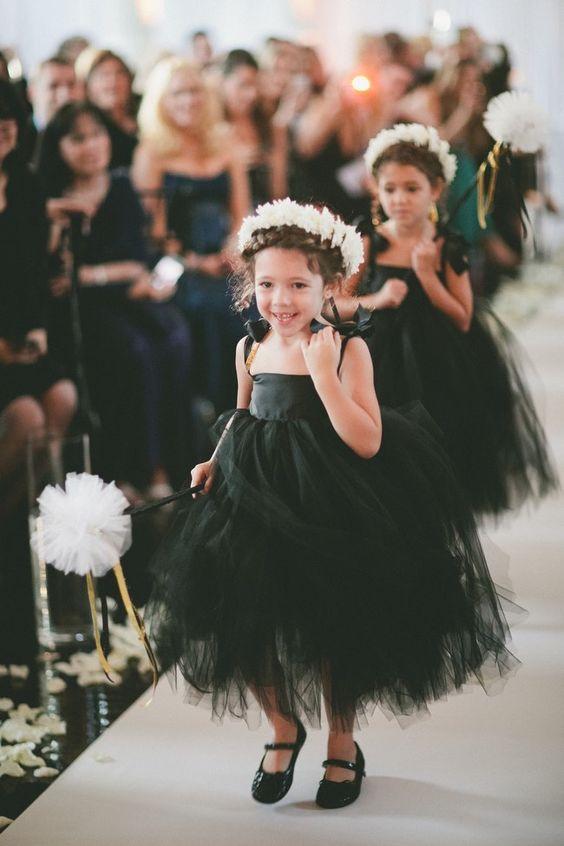 Stylish wedding ceremony idea; photo: onelove photography: