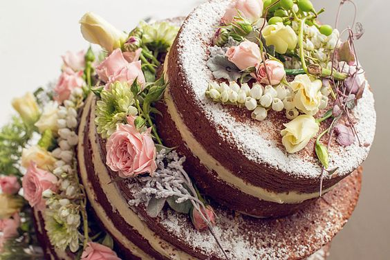 Nude Wedding Cake (Bolo de Casamento sem Cobertura).  Será q essa moda pega aqui no Brasil?