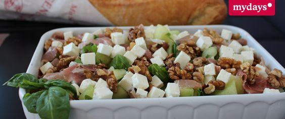 Sommersalat: Leichte Kost für die heißen Tage. Viele leckere Rezeptideen haben wir im mydays Magazin für Dich zusammengestellt.