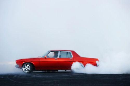 El fotógrafo Simon Davidson logró capturar momentos increíbles en un concurso de Burnout. En su mayoría se pueden apreciar autos vintage que se pierden en nubes de humos de varios colores.
