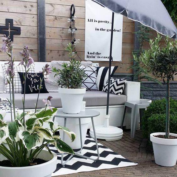 """""""In the garden! #gardenstyling #kijkjeindetuin #allispretty"""""""