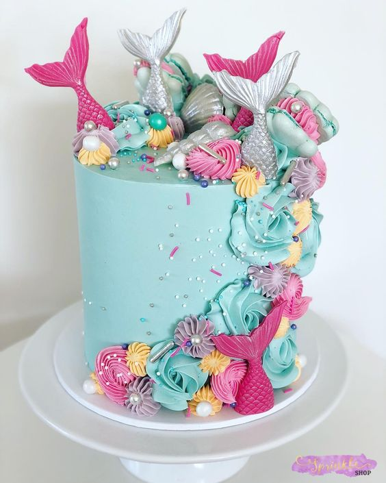 M e r m a i d s. 🧜🏻♀️ #sprinkleshop #sprinkles #mermaidcake #mermaids #buttercream #chocolate #mermaidbirthday #instacake #cakestagram…